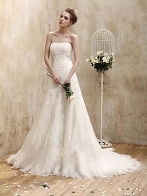 Зачастую винтажные свадебные платья представляют собой белоснежное облако из пенного кружева или воздушного многослойного тюля