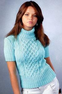 Вязаный свитер выглядет просто и изыскано, благодаря необычному узору