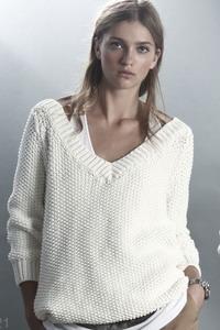 15 окт 2014 Модные вязаные кофты и свитера зима 2015 Свитера идеально сочетаются со многими вещами из женского гардероба: с джинсами