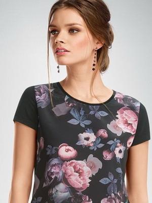 e9f44a5961a67 Эти материалы придают стильным футболкам 2019 для девушек благородства,  лоска и дороговизны. Такие модели идеально вписываются в элегантные  повседневные, ...