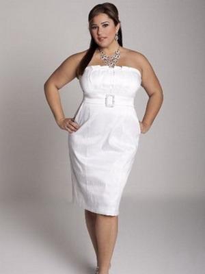 Классическое белое свадебное платье еще не сделало стройнее никого! Поэтому стоит обратить внимание на остромодные силуэты средней длины