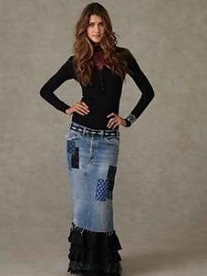 Изысканно и изящно выглядят модные длинные юбки 2013 года с широким поясом и крупными складками. Такие модели представлены в коллекции Nina Ricci