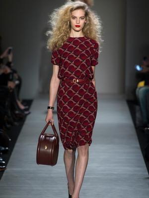 a5a02cec2db Зима 2019 задает моду на платья изыскано простых фасонов и выразительных  форм в стиле «минимализм» — главном тренде сезона.