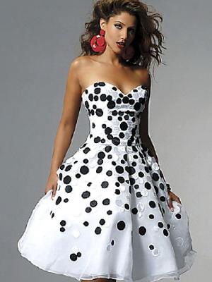 Фото девушки в платьях в горошек