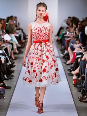 Платье весеннее с цветами