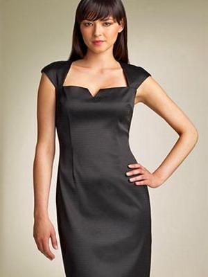 Модель женский черный платье