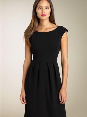 afdb8109ae800f Знамените маленьке чорне плаття, в сьогоднішньому прочитанні – універсальна  річ. В ньому можна відправитися на роботу з самим суворим дрес-кодом і бути  ...