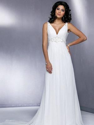 Свадебные платья ампир в 2015 году выдержаны в классических традициях стиля. Почти двести лет назад фасон ввела в моду супруга императора Наполеона
