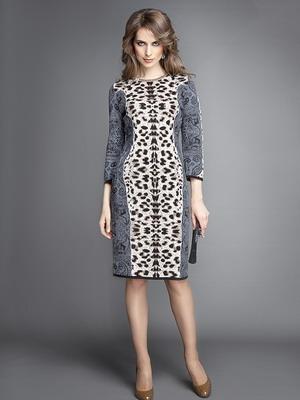 Платье простого кроя из трикотажа