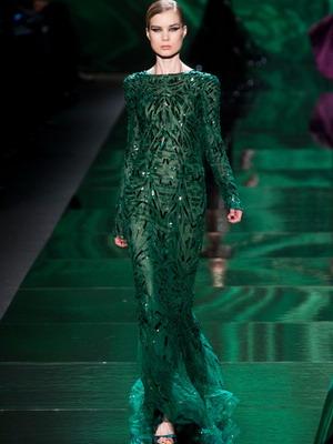 Глубокий зеленый платье