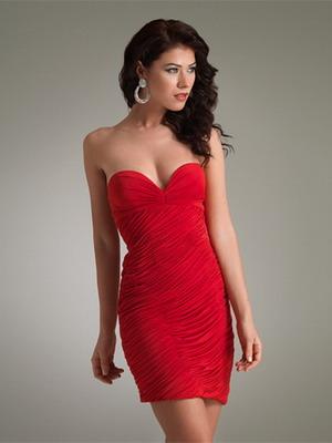 Червоні сукні-2015 на фото – точне втілення цієї дизайнерської ідеї  ce738724785a7