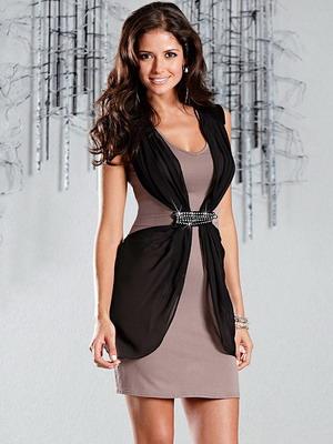 cd752d729e8b458 Не изменяя основному тренду в женской моде – рафинированной женственности –  дизайнеры используют в вечерних платьях на весну 2019 классические приемы.