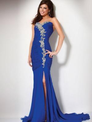 Длинные вечерние платья-2015, несмотря на изысканность и красоту, будут абсолютно уместны только на торжественных, роскошно обставленных мероприятиях