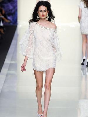 Что надеть с коротким белым платьем