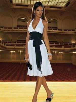 Как можно украсить белое кружевное платье