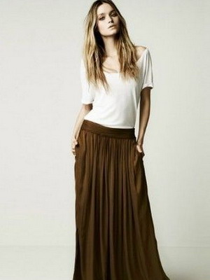 Его как нельзя лучше поддерживает модное кружево, которое в юбках на лето 2015 года используется и как активный декор, и как основное полотно