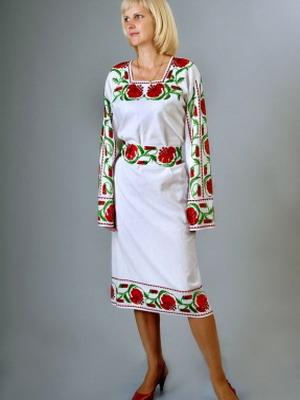 Вышивка на платьях и костюмах
