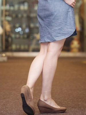 Модные женские платья-рубашки на 2018 года: на фото джинсовые и красные модели