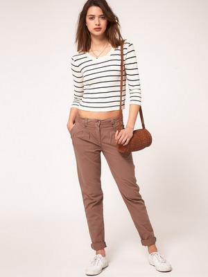 cb2b56bd9fc7 Стильные молодежные модели женских брюк для девушек: фото и описание