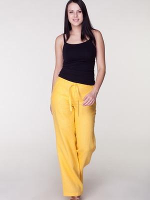 Женские льняные брюки на 2020 год: фото моделей, с чем носить | 400x300