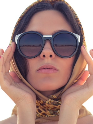 Перед тем, как правильно выбрать форму очков, определитесь, к какому типу  относится ваше лицо. Например, к круглому лицу лучше выбрать очки  прямоугольной ... faab4747b06