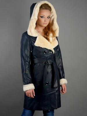 Длинные и укороченные женские зимние дубленки: фото легких моделей