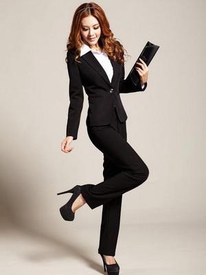 Модный деловой женский костюм