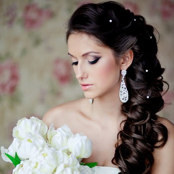 Представленные на этой странице поэтапно свадебные прически подойдут для любого возраста и могут быть использованы для выпускных балов