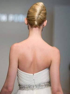 Поэтапно свадебные прически на длинные волосы и короткое каре с фатой: мастер класс пошагово с фото