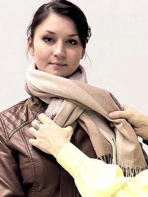 Как завязать палантин на куртку видео