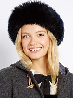 Фото модных молодежных вязаных шапок