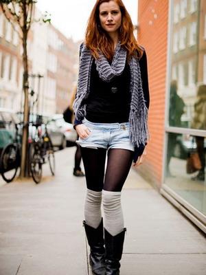 Как носить гетры с юбкой