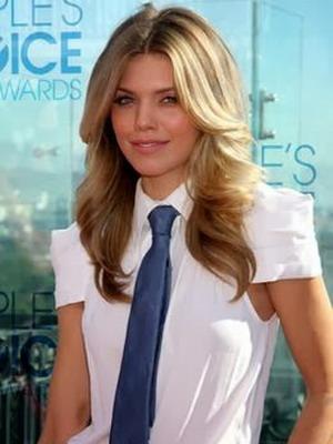 Когда и почему женщины начали носить галстуки 39