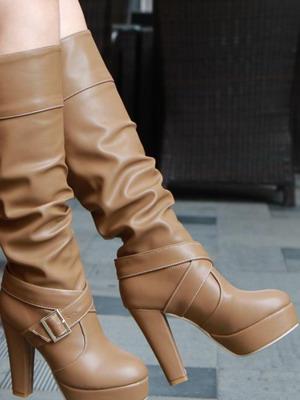 Прежде всего, они должны быть удобными и на устойчивом каблуке. Прямая юбка  должна заканчиваться на 5 см выше сапог, а если юбка широкая, то она должна  ... 85edd32fe3d
