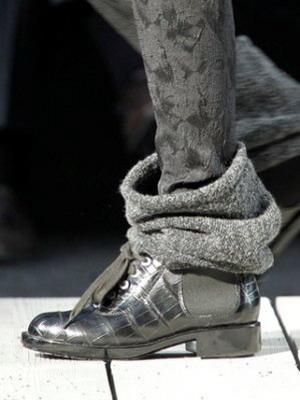 Черевики на шнурівці і невисокому стійкому каблуці — обов язковий елемент  жіночого гардероба. Їх можна носити зі спідницею нижче коліна 00517937a2c7a