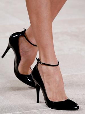 Аккуратный овальный классический мысок лодочек очень элегантен, а каблук  высотой 5-8 см идеален для создания женственного, стройного силуэта. Цвет  обуви для ... 5e005c5c70d