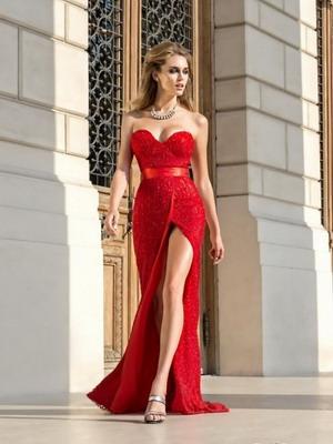 Платье должно подчёркивать