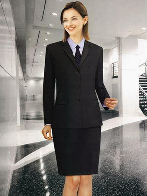 60d10eef76b5 Такой костюм состоит из пиджака мужского кроя и юбки. Силуэт пиджака в  официальном деловой стиле одежды минимально подчеркивает контуры женского  тела, ...