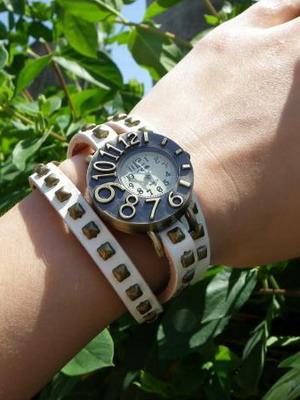 Такие часы были придуманы в прошлом веке и получили название  «командирские»  их изготавливали прежде всего для военных моряков и  летчиков. 71571cd9a3f