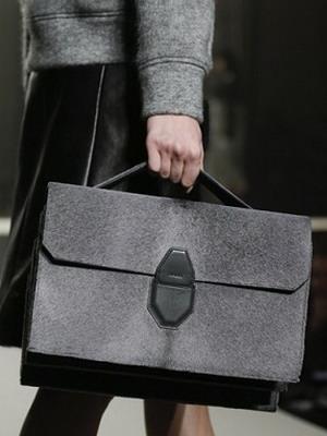 d9e3e0cc271c Купите хорошую сумку за границей, выбор там несравненно больше. И если у  вас есть только полдня на шопинг, лучше потратить время на приобретение  сумки и ...
