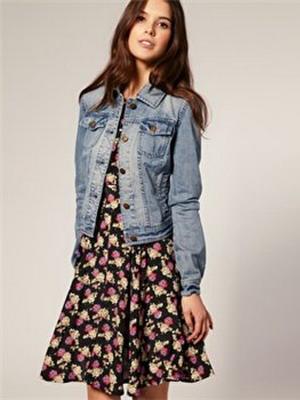 Платье короткое с джинсовой курткой
