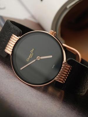 bd56dfd54881 С ними сложно соединить слишком сложные или перегруженные дизайном  аксессуары. Самые модные женские часы, решенные в духе минимализма –  чересчур просты на ...