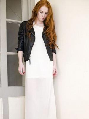 Кожаная куртка с длинной юбкой