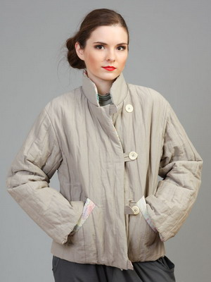 Легкая курточка из кожи со стежкой. Такая одежда выглядит стильно и дорого.  Молодежь отдает предпочтение косухам 43c7cc7a18ea4