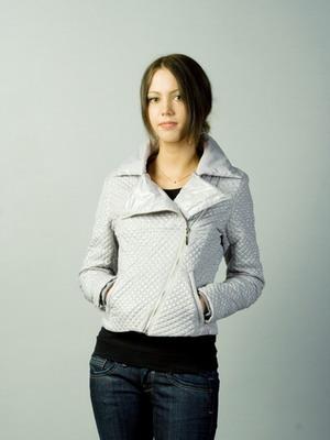 С чем носить женскую кожаную куртку-косуху картинки
