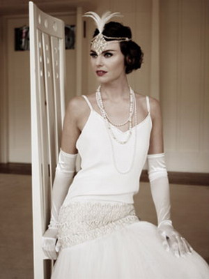 cc15fe155f02ae3 Эта идея в свадебном платье в стиле 20 годов сохраняется и сегодня.  Идеально в таких силуэтах смотрятся тонкие, воздушные шифоновые ткани с  матовой или ...