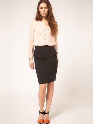 Прямая классическая юбка до колена
