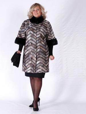 9b4c660ab8d Тщательно подобранные фасоны верхней одежды для полных женщин с успехом  справятся со всеми этими задачами.