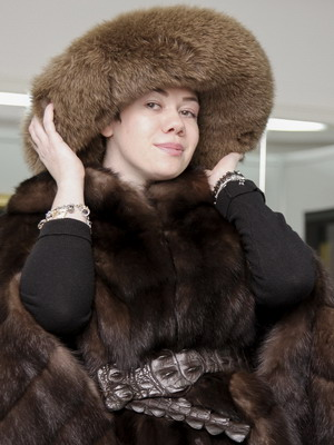 dff4128867a The most difficult choice is a cap to a sable fur coat. This is one of the  most precious furs