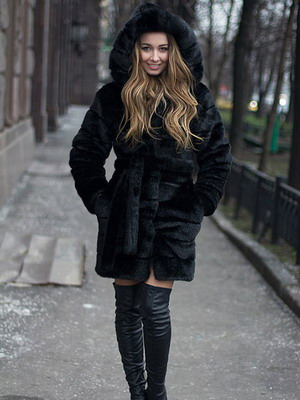 Ειδικά πολυτελή φαίνεται ένα γούνινο παλτό κάτω από το βιζόν a7cda084590